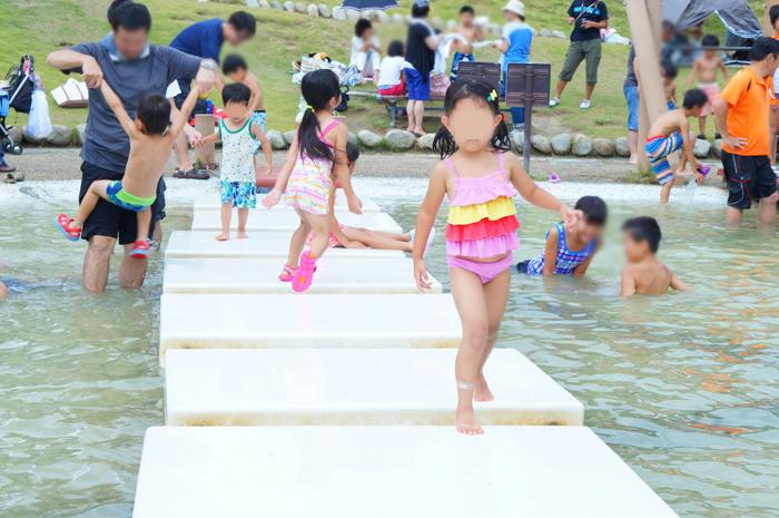 山梨県笛吹川フルーツ公園 水遊び