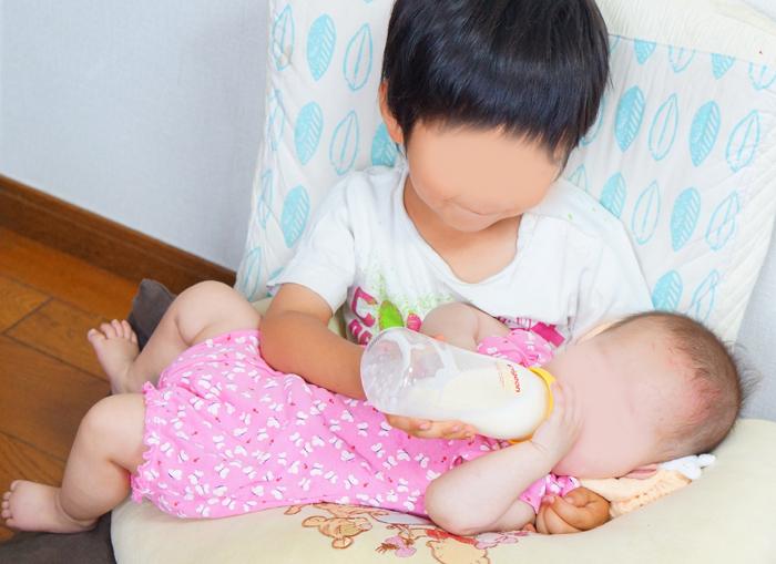 長男 次女 抱っこ ミルク