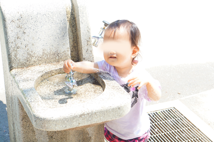次女 水遊び 公園