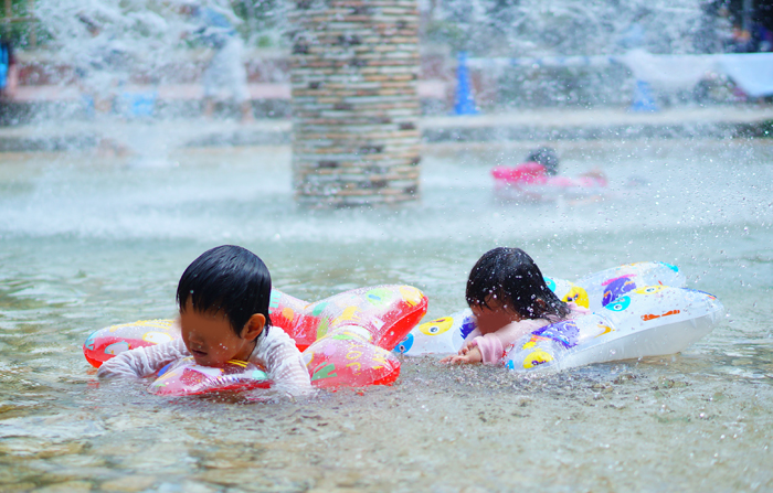水遊び じゃぶじゃぶ池